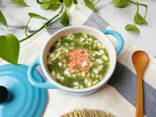 荠菜豆腐羹,盛出,撒上火腿肠装饰一下。
