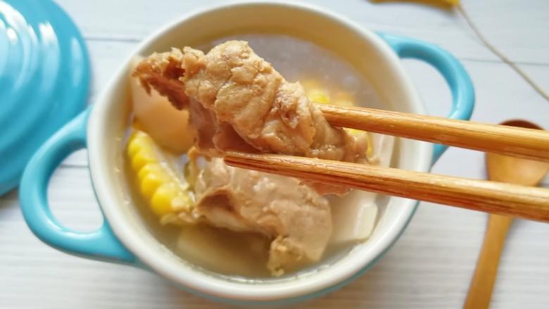 莲藕玉米排骨汤,排骨炖的酥烂。