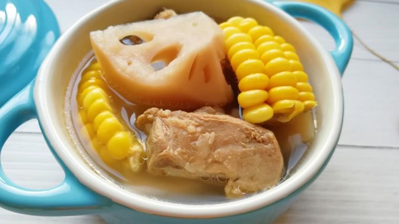 莲藕玉米排骨汤,喝一碗,暖暖的。