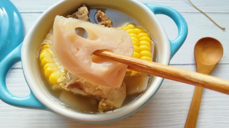 莲藕玉米排骨汤,莲藕绵软。