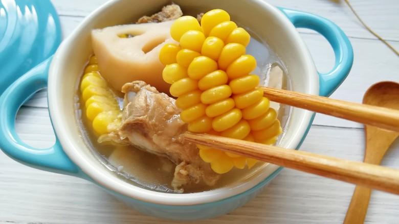 莲藕玉米排骨汤,玉米香甜。
