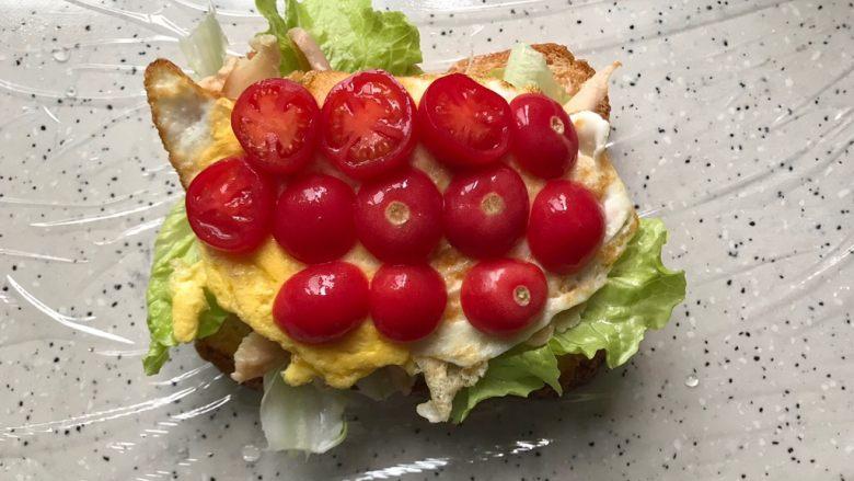 藤椒风味手撕鸡三明治,码上小番茄