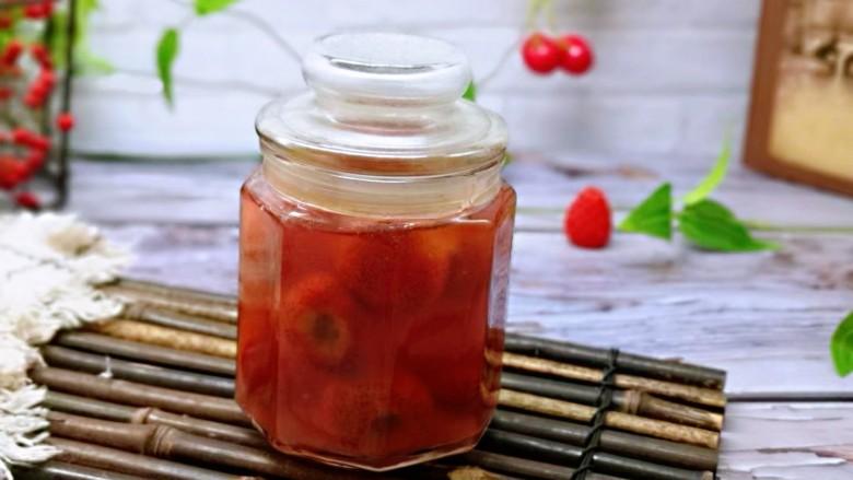 时令养生~山楂罐头,一次吃不完装入玻璃密封罐,放入冰箱冷藏室保存!