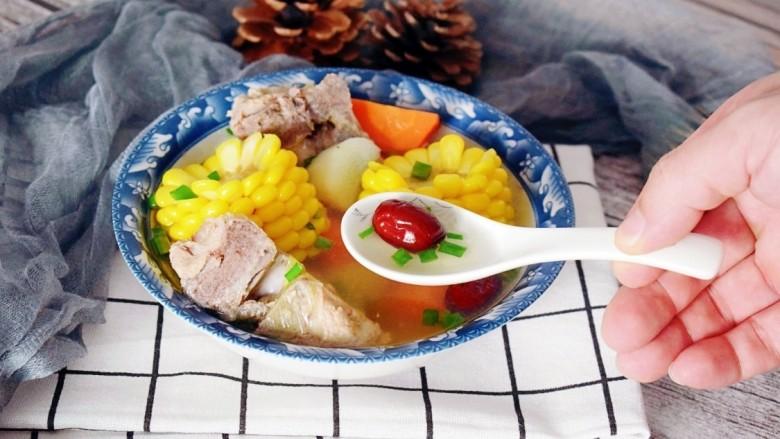 玉米胡萝卜山药排骨汤,营养美味,养生必备!