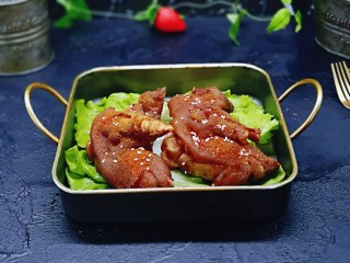 香辣孜然烤猪蹄,大猪蹄烤好了呦,满满的胶原蛋白,美容养颜。