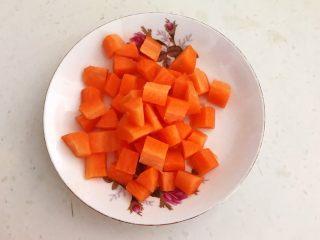 换个姿势吃牛排  咖喱土豆烧牛排,胡萝卜切成小丁