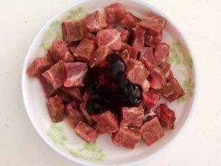 换个姿势吃牛排  咖喱土豆烧牛排,加入1勺蚝油