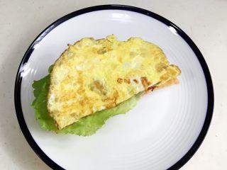 法风烧饼,继续放上煎蛋。
