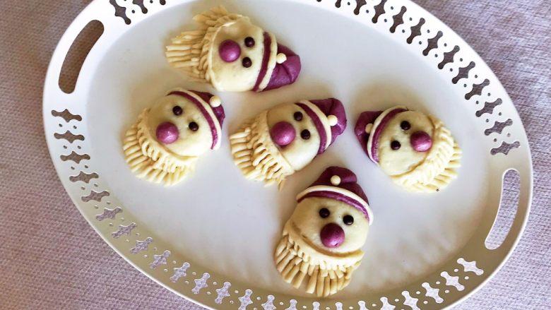 萌萌哒紫薯圣诞老人小馒头,萌萌哒紫薯圣诞老人小馒头宝宝非常喜欢,拿在手里好久都不舍的吃~