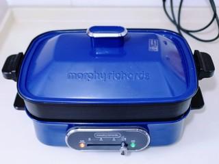 营养早餐 海参蒸蛋羹,盖上盖子,高温蒸,上汽后蒸10分钟。