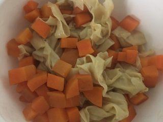 胡萝卜炒豆皮