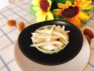 醋腌嫩生姜-可做早餐稀饭配菜,撕成姜丝,配稀饭也很好吃。