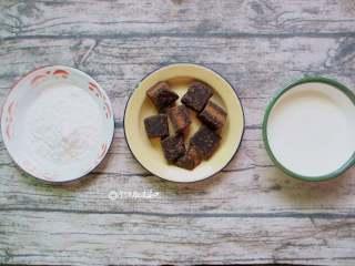脏脏茶,黑糖/30克 木薯粉/100克 水/100克 牛奶/适量