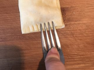 香蕉派,用叉子把开口的三方压紧