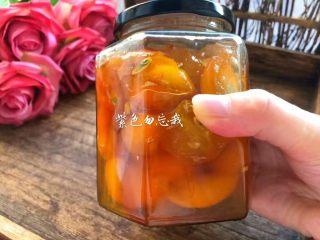 金桔酱,待金桔酱完全晾凉以后,装到密封罐里,随吃随取。