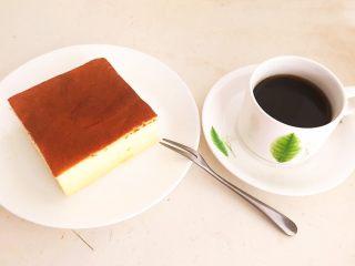 酸奶蛋糕,配上一杯咖啡就是完美的下午茶~