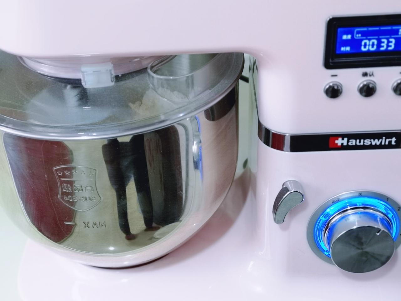 中种豆沙吐司面包,启动1档,揉面10分钟。</p> <p>8