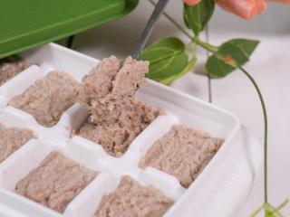 宝宝辅食 牛肉泥,不要打成肉汁,只要把肉打碎即可。