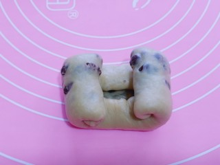 红豆日式咖啡面包卷,从两端往中间卷,如图!