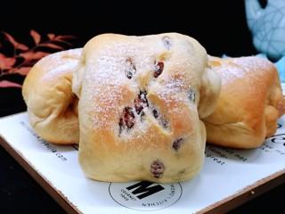 红豆日式咖啡面包卷,特别好吃,香甜松软!