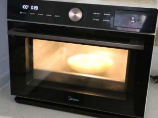 娃娃菜卷肉,烤箱水盒中加满水,选择鲜嫩纯蒸模式,20分钟即可。没有的话用蒸锅也可以。