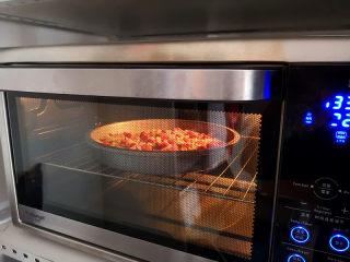 大米披薩,烤箱預熱,上下火,中層,195度烤15分鐘左右,
