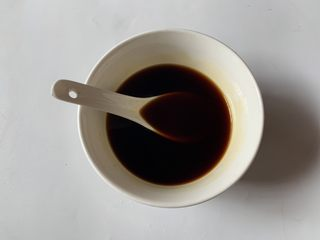 酱汁烧茄子,清水适量,搅拌均匀备用