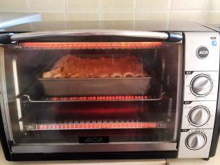 香肠苹果披萨,上下火200W再烤10分钟上色
