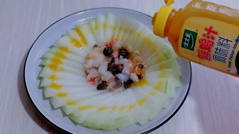 虾蓉蒸冬瓜,再挤上太太乐鲜鸡汁,无需做任何调味,挤上鸡汁即可。(味道出乎意料的美呦)