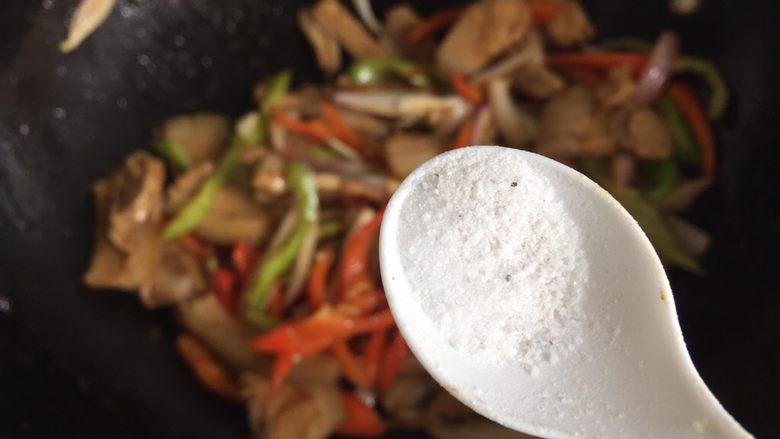 回锅肉,放盐调味