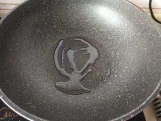咸蛋黄焗鸡翅,平底锅热油