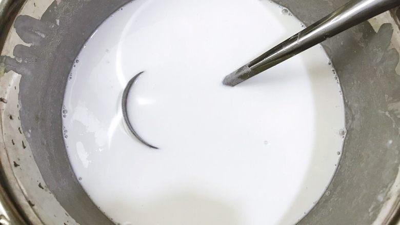 广式萝卜糕,加入450克清水调成无颗粒的粉浆