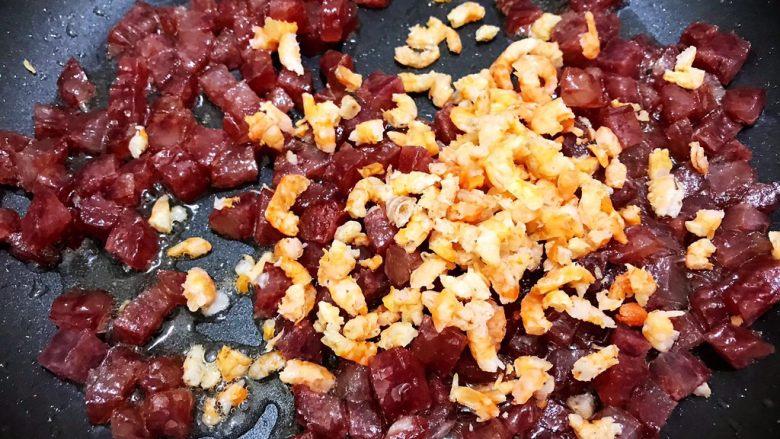 广式萝卜糕,加入海米丁翻炒出香味
