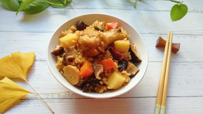 翅根香菇焖饭,有菜有肉有营养。