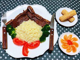 黑椒牛排意面,来盘水果和甜点更加美