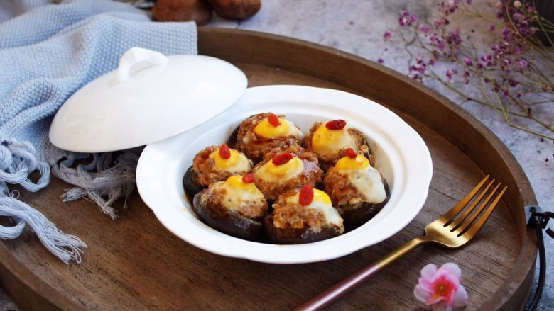 香菇酿鸡汁肉靡鹌鹑蛋