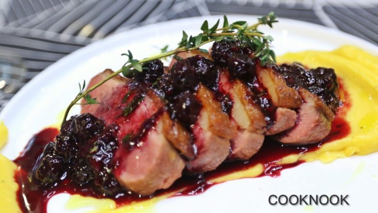 香煎法式鸭胸佐莓果酱与红薯泥
