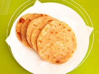 杂蔬腊肠炒饼,全部烙熟的烫面饼