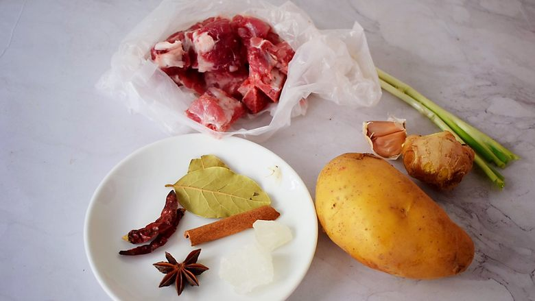 排骨炖土豆,准备好材料