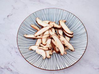 烤什锦菌菇,香菇去蒂洗净切成薄片
