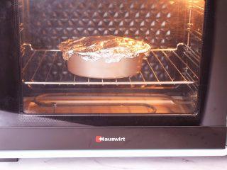 烤什锦菌菇,放入预热好的烤箱,上下火230度,中层烤15分钟,烤好取出拌匀即可享受美食了