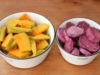 南瓜发面饼,南瓜,紫薯去皮切块蒸熟