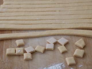 红薯小面包,先切条,再切块