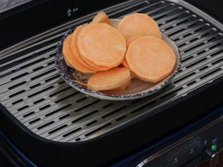 红薯小面包,红薯去皮蒸熟