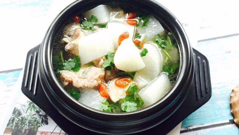 营养滋补+白萝卜筒骨汤