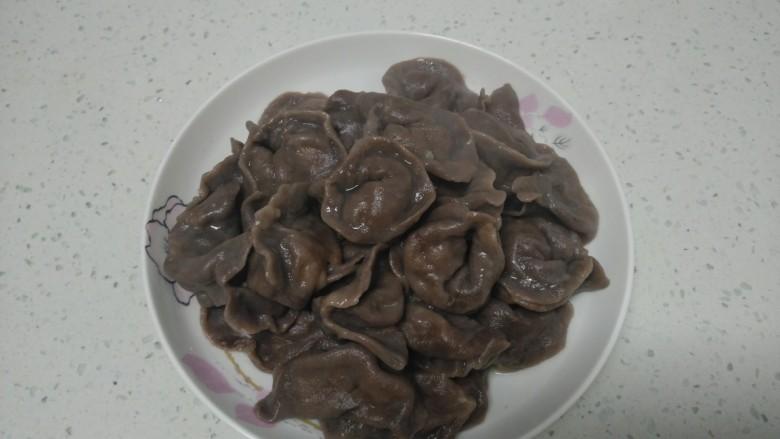 可可味猪肉芹菜饺子