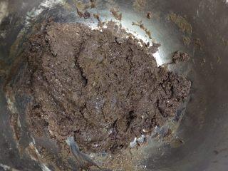 巧克力软曲奇🍪(趣多多),7️⃣ 大概搅拌成这样即可,用手捏起来粘粘的,沾手,但是用手掌搓的话不会粘到手上去。