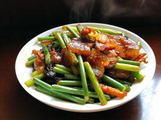 蒜苗炒腊肉,香喷喷的蒜苗炒腊肉就做好啦!