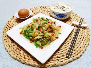 香葱爆海螺片,搭配一碗米饭和鸡蛋营养丰富噢