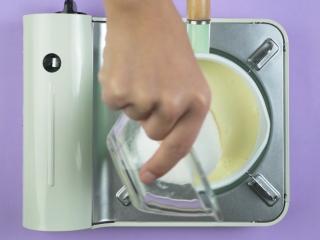 无添加安心炼乳,加入白砂糖100g